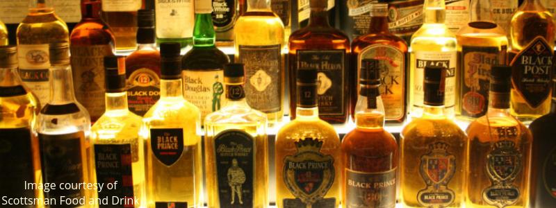Scottish golfers drink whiskey