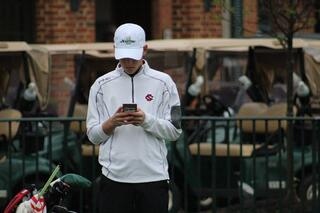 golfer-on-phone.jpg
