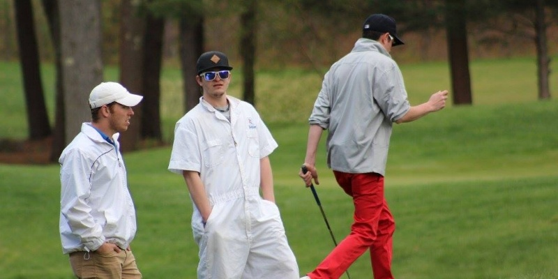 Caddying: The Summer Job for College Golfers